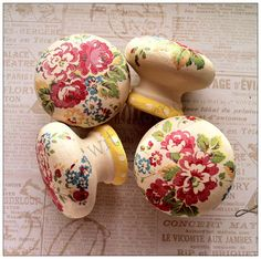 Wooden door knobs made with Cath Kidston - diy? Home Decor Furniture, Shabby Chic Furniture, Furniture Makeover, Painted Furniture, Decopage Furniture, Knobs And Knockers, Knobs And Handles, Drawer Knobs, Cabinet Knobs