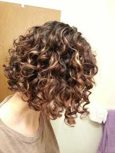 krullend haar Hairstyle Ideas for Short Natural Curly Hair 2019 Short Natural Curly Hair, Curly Hair Styles Easy, Haircuts For Curly Hair, Curly Hair Cuts, Short Hair Cuts, Short Hair Styles, Natural Hair Styles, Curly Short, Wavy Hairstyles