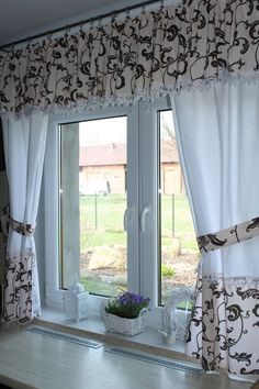 Cortinas de cocina Curtains And Draperies, Home Curtains, Kitchen Curtains, Curtain Styles, Curtain Designs, Rideaux Design, Living Room Orange, Kitchen Window Treatments, Home Room Design