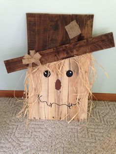 Fall wood pallet scarecrow
