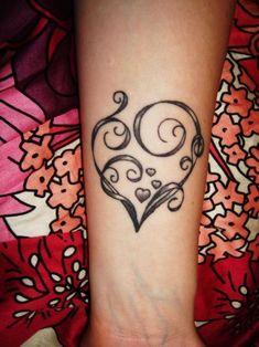 Corazón formado con firuletes - Tatuajes para Mujeres