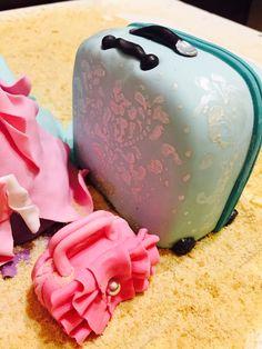 Торт чемодан и сумочка)))