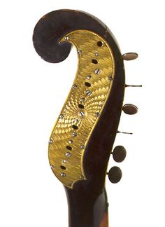 Staufer-Legnani Model Clef / Persian Slipper Metal Plate on Back   http://www.earlyromanticguitar.com/erg/components.htm