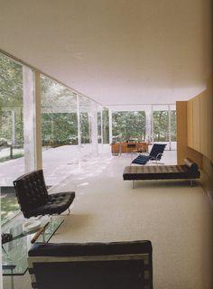urbnite - Barcelona Chair by Mies Van der Rohe Barcelona. Bauhaus, Interior Architecture, Interior And Exterior, Interior Design, Casa Farnsworth, Ludwig Mies Van Der Rohe, Home Living, My Dream Home, Modern Design
