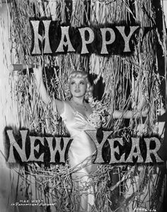 Seasons greetings from the original Hollywood sex symbol Mae West in December New Year's Eve Photos From The Last Century Prove It's The Best Night To Party New Years Eve Pictures, New Year Photos, Vintage Happy New Year, Vintage Holiday, Vintage Year, Vintage Winter, Mae West, Golden Age Of Hollywood, Vintage Hollywood