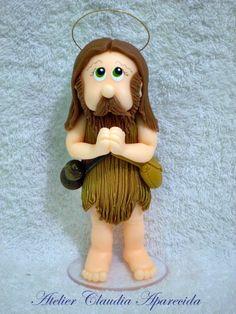 Santo Onofre modelado em biscuit com características infantis.  Elo7 - Atelier Claudia Aparecida