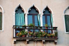 Balkonunuz için çekici bir alternatif: Fransız balkon tasarımlarına göz atın! #dekorasyon http://www.dekoraynasi.com/cekici-bir-alternatif-fransiz-balkon-tasarimi