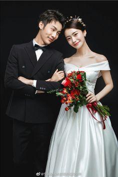Pre Wedding Poses, Wedding Couple Photos, Pre Wedding Photoshoot, Wedding Shoot, Wedding Couples, Wedding Pictures, Wedding Dresses, Korean Wedding Photography, Foto Wedding