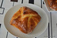 Branzoaice poale-n brau Savori Urbane (4) Romanian Desserts, Bread And Pastries, Sweets, Urban, Cookies, Baking, Cake, Food Heaven, Hungary