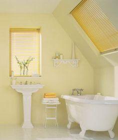 Lovely Bathroom. So sunny!