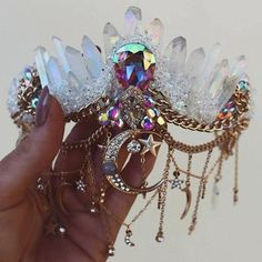 Kind of in love with this Crystal Mermaid Crown. Cute Jewelry, Hair Jewelry, Jewelry Accessories, Jewellery, Gold Jewelry, Mode Alternative, Mermaid Crown, Magical Jewelry, Bijoux Diy