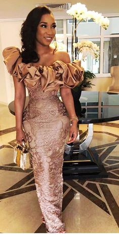 Incredible Asoebi styles just for you our fashionistas to try out on your next Owambe. African Prom Dresses, Latest African Fashion Dresses, African Print Fashion, African Dress, Nigerian Lace Styles, African Lace Styles, Lace Dress Styles, Nice Dresses, African Attire