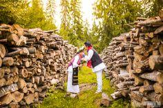 Румынская традиционная свадьба глазами иностранцев  Молодая пара из Южной Кореи проживающая в Нью-Йорке захотела устроить себе особенную свадьбу. Торжество которое преодолевает культурные барьеры установленные по месту рождения или проживания.  http://ift.tt/2jQQBw4  #ЗамкиРумынии #КрасиваяСвадьба #НародныеТанцы #НациональныеКостюмы #Румыния #РумынияДракула #РумынияФото #Свадьба #Традиция