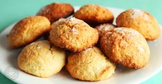 These coconut oil biscuits recipe has no flour and is 100% sugar-free. These biscuits give you a bakery-quality snack without harming your mouth or gut.