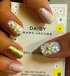 Marc Jacobs Mani #TheBeautyBoard #Sephora #prom #prombeauty #fragrance