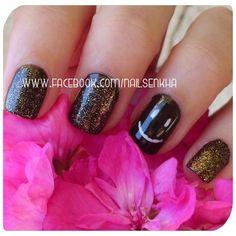 L'oreal resist & shine / base & top.  Essence Color&Go 124 Wanna say hello.  Essence Color&Go 121 Gold fever.  Rotulador blanco manicura francesa Deliplús.  Essence gel look top coat. #loreal #essence #deliplus #mercadona #white #glitter #gold #red #brown #retocolorescosasdechicas #notd #picoftheday #beauty #followme #nails #like #nofilter #cute #beatiful #pretty #fashion #nailspolish #polish #nailideas #manicure #nailartclub #nailartadict #cool