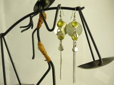 http://www.tibadesign.com Boucles d'oreilles Sequin argenté et strass jaune
