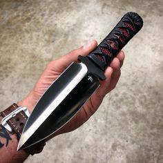 Fantasy Katana, Fantasy Dagger, Diy Knife, Knife Art, Spyderco Knives, Tactical Knives, Swords And Daggers, Knives And Swords, Futuristic Armour