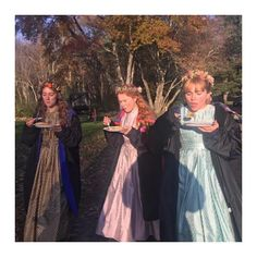"15 Pics Of The ""Little Women"" Cast On Set That Are Period And Modern At The Same Time - beautiful women Woman Movie, Movie Tv, Movies Showing, Movies And Tv Shows, Icon Girl, Florence Pugh, Star Wars, Film Aesthetic, Emma Watson"