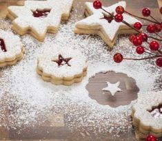 Suché vianočné koláčiky, ako vanilkové rožteky, linecké pečivo či oriešky, nesmú chýbať v nijakej slovenskej domácnosti. Práve preto, že sú natoľko rozšírené, existujú na ne desiatky receptov. My vám...