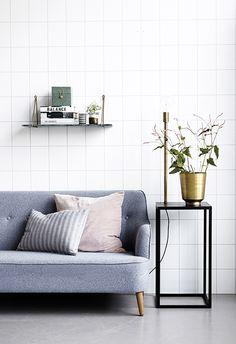 Gillar soffan, misstänker att Amanda uppskattar hyllan i grön marmor?