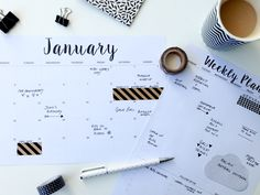 Looking for a pretty yet understated minimalist/monochrome style free printable calendar for 2016? You've found it! Plus Free Weekly Planner Printable.