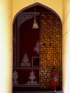 Gate of Jaipur City Palace by Zé Eduardo