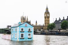 An adorable Airbnb rental floating down the River Thames in #London