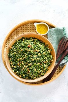 This Kale Tabbouleh Salad is a healthy riff on traditional tabbouleh. Kale provides some heft, while chickpeas add protein and complement the bulgur to make this tabbouleh salad a complete meal. Curry Recipes, Vegetarian Recipes, My Favorite Food, Favorite Recipes, Grain Bowl, Salad Wraps, Chickpeas, Food Lists, Kale