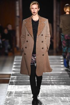 Julien David Fall 2015 Ready-to-Wear Collection Photos - Vogue Fashion Week, Fashion Show, Fashion Design, Paris Fashion, Autumn Summer, Fall Winter, Julien David, Vogue Paris, Fall 2015