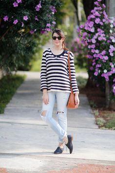Look do dia : suéter listrado, oxford preto e calça jeans destroyed http://www.justlia.com.br/2015/06/look-do-dia-listras-e-oxford/