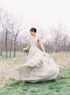 Bridal inspiration: Makeup and Hair: Emily Artistry - http://www.emilyartistry.com Photography: Michael and Carina Photography - www.michaelandcarina.com   Read More on SMP: http://www.stylemepretty.com/2017/06/08/neutral-toned-bridal-editorial/