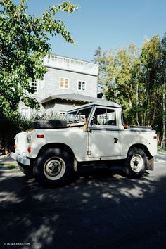 Street Find: This Land Rover Pickup Is Aging Beautifully In Rustic Canyon - Petrolicious