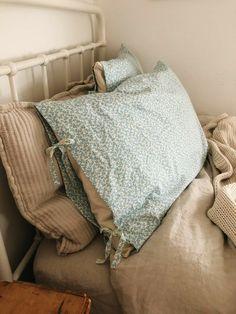 Dream Bedroom, Home Bedroom, Bedroom Decor, Bedrooms, My New Room, My Room, Decoration Design, Winter House, Bedroom Inspo