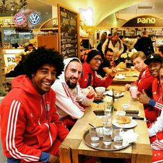 Breakfast at the airport - everyone's in a good mood ahead of the training camp in Doha! #MiaSanMia