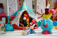 The lilliputiens circus and its acrobates!