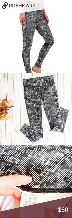 Under Armour Fly Bye Knit Tight || Running ★ Excellent Condition ★ Reasonable Offers Accepted  ★ Measurements Available Upon Request ★ Fit like a Tight Small ★ NO TRADES ★ NO MODELING (Blacknwhite) Under Armour Pants Leggings