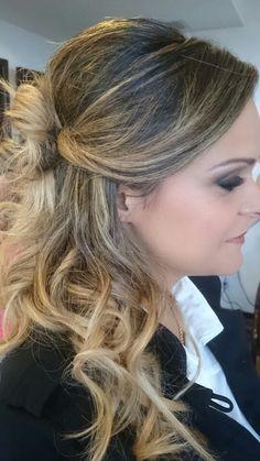 Preso lateral ~ semi preso ~ Cachos ~ franja  #flaviayukiehairstylist  #noivas #casamento #pousoalegre #suldeminas #penteado de #penteadosmodernos #makingof #atendimentovip #madrinhas #hairstyle #hairstylist #pivotpoint