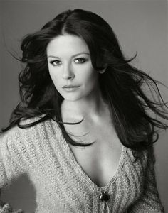 Who is Catherine Zeta Jones. Is Catherine Zeta Jones celebrity. who Is Star Catherine Zeta Jones and who is real celebrity, find out at Star No Star. Beautiful Female Celebrities, Beautiful Actresses, Most Beautiful Women, Cool Winter, Deep Winter, Actrices Hollywood, Classic Beauty, Hollywood Actresses, Beauty Secrets