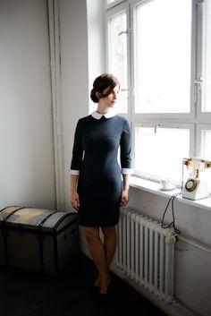 Welche Business Mode gehört in jeden Kleiderschrank? Dunkelblaues Shiftkleid: Schnittmuster zum kostenlosen Download in #sisterMAG17. Outfit @evin