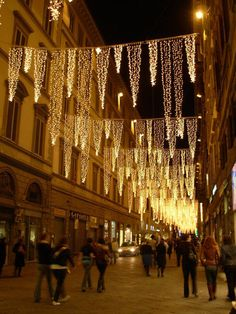 Christmas in Italy is magical...these gorgeous christmas lights in florence, italy make this street sans cars sing!