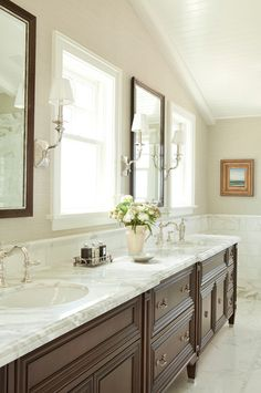 I like the clean elegant look of this bathroom. Minus the art in gold frame.