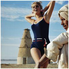 Model Els Kaptijn in Tweka swimsuit in Egypt 1965 book Les Belles Hollandaises Photo Hans Dukkers Twiggy, Vintage Images, Egypt, Fashion Photography, Vintage Fashion, Swimsuits, Running, Celebrities, Summer