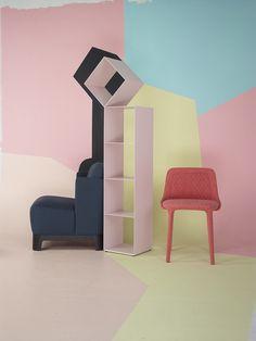 Fauteuil Keaton (Meridiani), bibliothèque Drop (Cappellini), chaise Lepel (Casamania chez Autour d'un canapé)