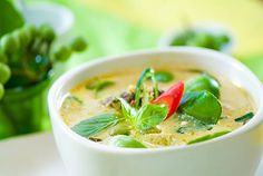 A delicious Thai Green Curry recipe (Gaeng Kiaw Wan) from the authentic Thai cookbook 'Popular Thai Cuisine'. This dish can be made with beef, chicken, pork, fish or simply the seasonal vegetables. Tofu Green Curry, Thai Green Curry Recipes, Green Curry Chicken, Green Thai, Thai Chicken, Pork Recipes, Asian Recipes, Chicken Recipes, Cooking Recipes