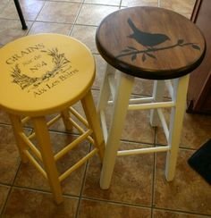 Simple stool makeovers and working with graphic transfers! simple house diy Little stool makeovers and working with graphic transfers. Refurbished Furniture, Upcycled Furniture, Furniture Projects, Painted Furniture, Diy Furniture, Plywood Furniture, Modern Furniture, Furniture Design, Painted Stools