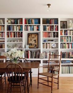 We particularly love a library-dining room combo—the shelves make an impossibly chic backdrop for gatherings as well as turn the space into a casual reading room for leisurely afternoons.