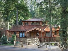 Exterior of a Treehouse at Longleat Forest by Center Parcs UK, via Flickr  How amazing would it be to wake up here???