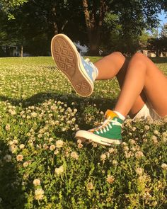 Find images and videos about summer, vintage and aesthetic on We Heart It - the app to get lost in what you love. 80s Aesthetic, Summer Aesthetic, Aesthetic Vintage, Aesthetic Photo, Aesthetic Pictures, Autumn Aesthetic Tumblr, Aesthetic Green, Simple Aesthetic, Aesthetic People