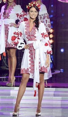 Ukrainian Beauty etno La nueva miss de Ucrania. Se llama Hrystyna Stoloka, tiene 18 años y es de Kyiv. Folk Fashion, Ethnic Fashion, Womens Fashion, Ukrainian Dress, Ukraine Women, Ethno Style, Embroidered Clothes, Russian Fashion, Folk Costume
